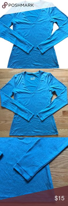 Under Armour Fitted Heat Gear Long Sleeve Medium Extremely comfortable blue long sleeve top by Under Armour. Fitted Heat Gear V-Neck. Size Medium. Perfect condition. Great for layering for outdoor activities! Under Armour Tops Tees - Long Sleeve