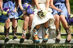 Cowboylaarzen onder een jurk