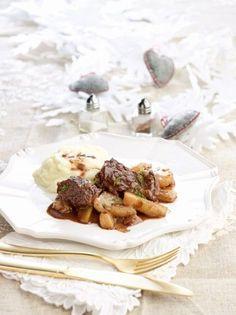 Μοσχαράκι με φινόκιο και σάλτσα μαστίχας - www.olivemagazine.gr Gf Recipes, Greek Recipes, Camembert Cheese, Food To Make, Waffles, Beef, Cooking, Breakfast, Autumn