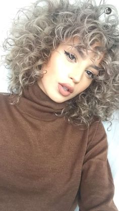 cute curly hairstyles ideas for teenage in this years 1 Short Curly Hair, Curly Hair Styles, Natural Hair Styles, Permed Hairstyles, Pretty Hairstyles, Gray Hairstyles, Woman Hairstyles, Hairstyles 2018, Cabelo Ombre Hair