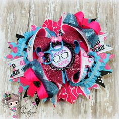 #kindgarten #hairbow #hairaccessories #stackedboutiquebow #overthetopboutiquebow #missbsbowtique  Follow our facebook page for weekly auctions and more! www.facebook.com/missbsbowtique05  Place a custom order today over on our Etsy shop!  www.etsy.com/shop/missbsbowtique05