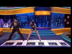 """Tom Hanks & Sandra Bullock"" Play Chopstick On A Big Piano On The Jonathan Ross Show 12 Oct 2013 - YouTube"