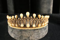 Bavarian Lover's Knot Tiara of Queen Therese of Bavaria, circa 1825. München.