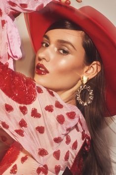 Fred Juneau dazzles in red for the February 2019 issue of L'Officiel Thailand. In front of the lens of Caleb & Gladys, the brunette stars in a beauty spread. Beauty Dish, Fashion Beauty, Girl Fashion, Daily Fashion, Fashion Fashion, Street Fashion, Fashion Outfits, The Brunette, Allure Beauty