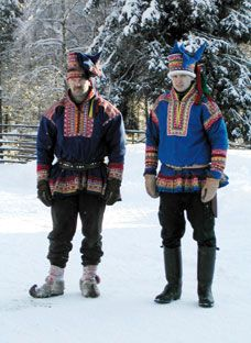 Two Finns dressed up in fake gákti. Though at first glance authentic, the patterns on these gáktis are not traditional anywhere in Sapmi