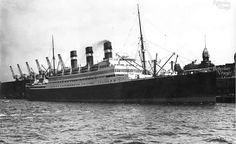 SS statendam van de Holland America lijn ligt aan de wilhelminakade 1929