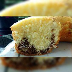Boa tarde, pessoas bem queridas!  Quem não gosta de um bolo leve e bem fofinho? E ainda por cima com um café fresquinho?  Aqui anda com chuv... Bolo Vegan, Vegan Cake, Food Cakes, Good Food, Yummy Food, Sponge Cake Recipes, Bread Cake, Portuguese Recipes, Love Cake