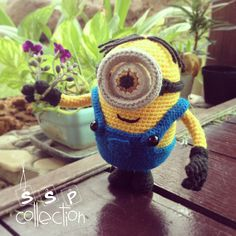 """Despicable Me One-Eyed Minion - Free Amigurumi Pattern - PDF click """"download"""" or """"free Ravelry download"""" here: http://www.ravelry.com/patterns/library/despicable-me-one-eyed-minion"""