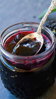 Learn how to make naturally anti-viral elderberry jelly from wild elderberries, including foraging tips, and step-by-step instructions Elderberry Jelly Recipe, Elderberry Juice, Elderberry Ideas, Jelly Recipes, Jam Recipes, Herb Recipes, Healthy Recipes, Natural Remedies, Canning Recipes