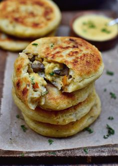 Potato Cake (Filled) vegan, gluten-free, simple recipe - Elavegan- These stuffed potato cakes (spicy pancakes) are a hearty feel-good dish that is ideal for lunch or dinner. The recipe is vegan, gluten-free and easy to make! Vegan Foods, Vegan Dishes, Diet Foods, Easy Vegan Food, Potato Cakes, Potato Food, Vegan Cheese, Vegan Gluten Free, Gluten Free Vegan Recipes Dinner