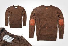 Alliant le confort d'un pull en laine et la praticité d'un haut de coureur cycliste (ou presque...), le tricot de TRVR vous permettra d'afficher votre passion pour le vélo jusqu'au bout. Fait de laine d'agneau à 80%, il dispose de patchs en cuir au niveau des coudes.
