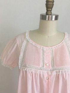 223232a35 1960s Pastel Pink Batiste Renee Robe by Barbizon Size Petite