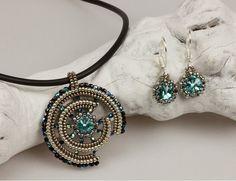 Broken Wheel beaded pendant and earrings/ PDF file por mariposa8000