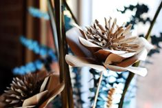 How to make a beautiful flower out of craft paper.: Make a beautiful paper flower to decorate your home.