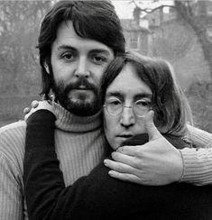 Paul McCartney and John Lennon The Beatles, Foto Beatles, Beatles Photos, John Lennon Beatles, John Lennon Quotes, Yoko Ono, Ringo Starr, Rock And Roll, Music Poster