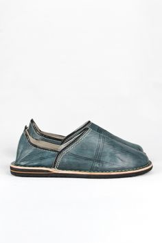 Men's Moroccan leather slippers: Blue-grey from Decorator's Notebook