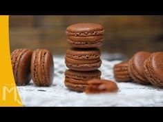 Vídeoreceta de macarons de chocolate a la naranja / Chocolate macarons with orange video recipe