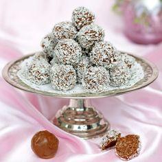 Ljuvliga chokladbollar med en härlig smak av mjölkchoklad Delicious Chocolate, Lchf, Afternoon Tea, Gluten Free, Sweets, Eat, Breakfast, Desserts, Food