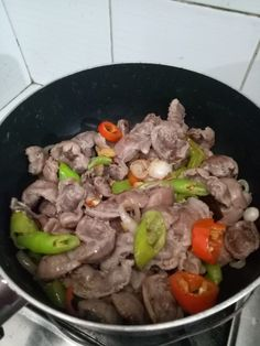 Add the marinated gizzard. Stir fry until done. *Optional: you may add other veggies such as green beans and some oyster sauce for more flavor Davita Recipes, Gammon Recipes, Recipies, Fried Gizzards, Gizzards Recipe, Chicken Giblets, Chicken Gizzards, Chicken Stir Fry, Fried Chicken