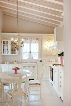 Coastal Home Interior Home Decor Ideas has never been so Pure! Since the beginning of the year many girls were looking for our Amazing guide and it is finally got released. Now It Is Time To Take Action! Home Decor Bedroom, Simple Decor, Easy Home Decor, Home Decor Trends, Trending Decor, Home Decor, House Interior, Shabby Chic Homes, Home Decor Tips