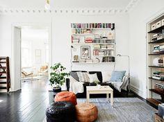 black floors, white walls / stadshem