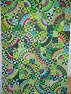 Christmas pickle quilt Pattern Christmas Pickle by Possibilities Star Quilts, Scrappy Quilts, Batik Quilts, Christmas Quilting Projects, Christmas Pickle, Wedding Ring Quilt, Hand Quilting, Quilting Board, Quilt Modernen