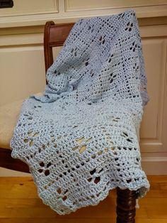 De afgelopen week ben ik druk geweest met het haken van een jaren '50 babydeken. De deken is geinspireerd op een deken die voorkomt in de BBC serie 'call the …