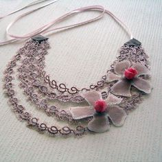 Tatting lace necklace... pretty.