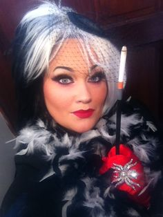 What's better than a badass she-villain for Halloween? Halloween 2013, Halloween Party Costumes, Holidays Halloween, Costume Ideas, Halloween Trick Or Treat, Halloween Make Up, Disney Costumes For Women, Cruella Costume, Villain Costumes