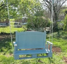 Spruce up your backyard on a budget with these cheap and easy DIY backyard ideas. From patio ideas to landscaping ideas, there are plenty of DIY projects to choose from that are guaranteed to work for big and small yards. Wooden Pallet Projects, Pallet Crafts, Diy Pallet Furniture, Repurposed Furniture, Furniture Ideas, Pallets Garden, Wood Pallets, Free Pallets, Backyard Ideas For Small Yards