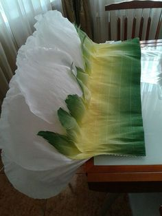 Paper Flowers Craft, Flower Crafts, Flower Art, Paper Crafts, Diy Flower, Costume Fleur, Flower Costume, Do It Yourself Fashion, Giant Paper Flowers