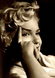 Marilyn Monroe ♥ 1956, I love the pictures of her when she's not obviously posing. #marilynmonroe #actress #hollywood