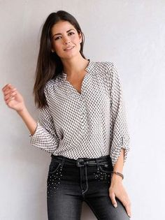 Tunic woman sleeved printed on crepe Casual Chic, Casual Wear, Casual Outfits, Look Fashion, Girl Fashion, Womens Fashion, Casual Clothing Stores, Clothing Catalogs, Clothing Sets