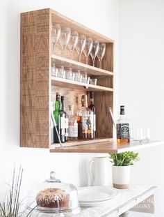 Woodworking Ebanisteria How to make a DIY wall-mounted bar cabinet.Woodworking Ebanisteria How to make a DIY wall-mounted bar cabinet Easy Woodworking Projects, Woodworking Furniture, Woodworking Plans, Diy Furniture, Woodworking Techniques, Craftsman Furniture, Woodworking Equipment, Woodworking Patterns, Woodworking Workshop