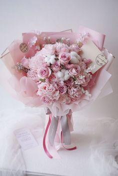 Boquette Flowers, Beautiful Bouquet Of Flowers, Luxury Flowers, Beautiful Flowers, Flower Shop Decor, Pink Flower Arrangements, Flower Box Gift, Gift Bouquet, Flower Packaging
