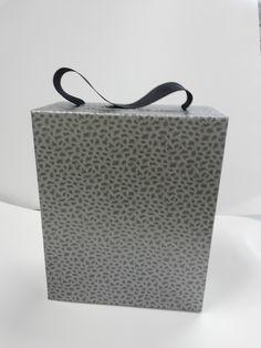 Embalagem para bebida e taças. Caixa empastada com papel especial,isso faz o diferencial do seu produto.Venha conhecer essa diferença ou agende uma visita com o nosso pessoal especializado