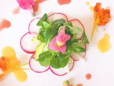 Mâche and jicama salad with edible flowers