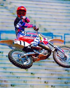 Yamaha's Damon Bradshaw letting you know to stay out of his way in practice in 1991 - Naoyuki Shibata Photo Yamaha Motocross, Motocross Racer, Dirt Bike Racing, Dirt Biking, Mx Bikes, Beast From The East, Off Road Bikes, Vintage Motocross, Moto Bike