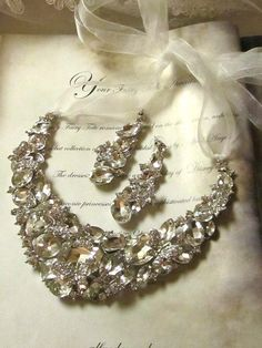 LOVE this!!!!!!!!!!!    vintage inspired rhinestone necklace and earrings - Etsy