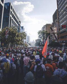 Te presentamos la selección: <<FOTO DEL DÍA #20M>> en Caracas Entre Calles. ============================  F O T Ó G R A F O  >> @lennyruizc << Visita su galería ============================ SELECCIÓN @mahenriquezm TAG #CCS_EntreCalles ================ Team: @ginamoca @luisrhostos @mahenriquezm @teresitacc @floriannabd ================ #sosvenezuela #Caracas #Venezuela #Increibleccs #Instavenezuela #Gf_Venezuela #GaleriaVzla #photooftheday #Ig_Venezuela #IgersMiranda #Great_Captures_Vzla…