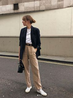 lizzy hadfield style Fashion Mode, Minimal Fashion, Look Fashion, Korean Fashion, Fashion Outfits, Womens Fashion, French Fashion, Fashion Tips, Blazer And T Shirt