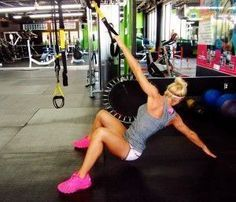 TRX Total Body Workout- Squat with Alternating Back Reach Lower Ab Workouts, Easy Workouts, Trx Back Exercises, Total Body Workouts, Trx Workouts For Women, Trx Full Body Workout, Blog Healthy, Healthy Food, Fitness Herausforderungen