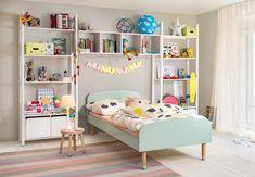 Micasa Kinderzimmer mit Bett und Regalkombination aus dem Programm FLEXA Shelving, Toddler Bed, Furniture, Play, Home Decor, Toddler Furniture, Soothing Colors, Child Room, Shelf