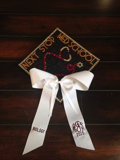 Medical school graduation cap decorated bow #gradcap #medschool biology