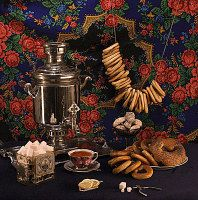 Russian tea party Tea is served with sugar, lemon, milk, honey or jam, together with homemade cakes, cookies, pastries, dried-bread rings (baranki), jams and sweets.