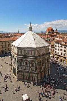 The Baptistery in Florence, #Italy. http://mundodeviagens.com/ - Existem muitas maneiras de ver o Mundo. O Blog Mundo de Viagens recomenda... TODAS!