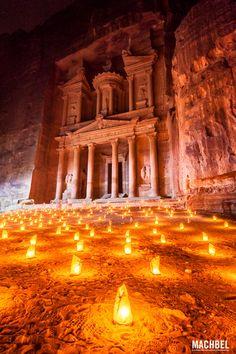 Tesoro de petra de noche Petra una de las 7 maravillas del mundo en Jordania by machbel