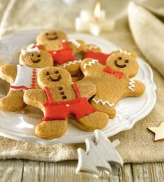 Christmas is coming and it's time to bake!There are some delicious and adorable ideas for Xmas buiscuits ans treats! Christmas Is Coming, Christmas Time, Xmas, Christmas Ideas, Bubble, Gingerbread Man Cookies, Holiday Mood, Christmas Sweets, Cake Cookies