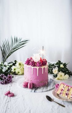 Super easy raspberry caramel drip cake by Emma Ivane - Helppo vadelma kinuskikakku Caramel Drip Cake, Cake In A Can, Cake Photography, Light Photography, Chocolate Drip, Pink Foods, Raspberry Cake, Cupcakes, Drip Cakes