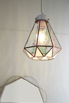 When shopping for a lamp for your house, the number of choices are nearly limitless. You will find lamps designed for your living room area, bedroom, hanging lamps, floor lamps and just about any other kind you can imagine. Stained Glass Lamp Shades, Stained Glass Light, Stained Glass Designs, Stained Glass Projects, Stained Glass Windows, Leaded Glass, Mosaic Glass, Style Retro, Pendant Lamp